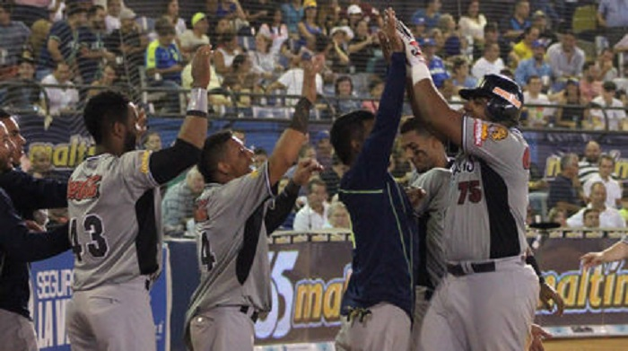Caracas le gana al Magallanes en extrainning