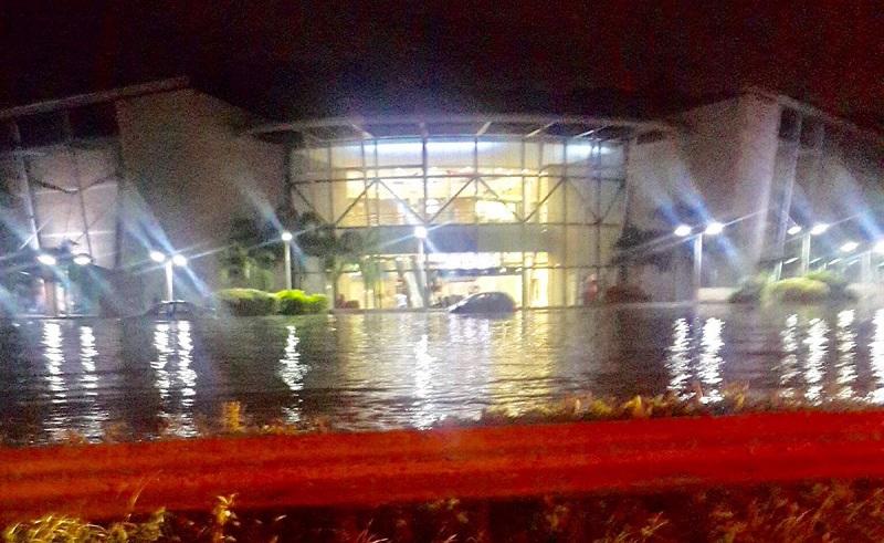 Desbordamiento del río Cabriales causa estragos en Valencia