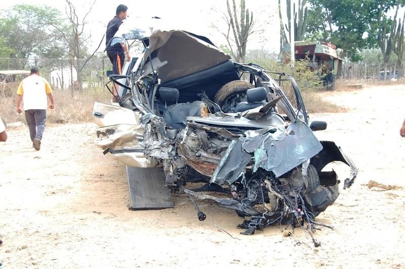 Tres muertos y tres heridos dejó colisión de vehículos