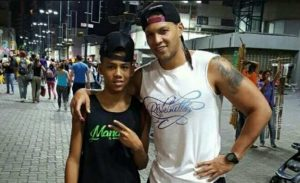 hijo del jugador de baloncesto Juan Manaure