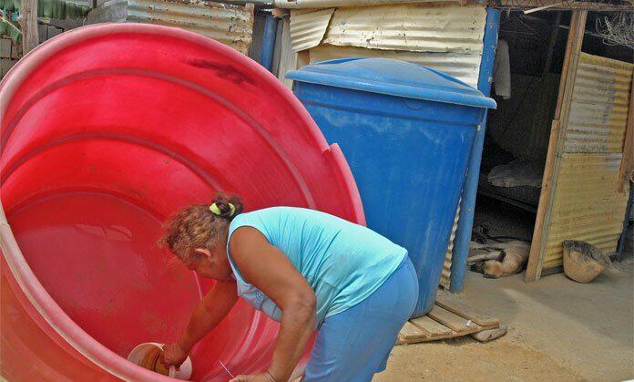 Ciudadanos de la calle Guaicaipuro sufren por falta de agua