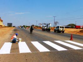 Trabajos de rayado en la carretera nacional