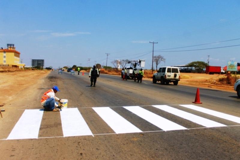 Gobierno de Infante inicia trabajo de rayado en la Carretera Nacional