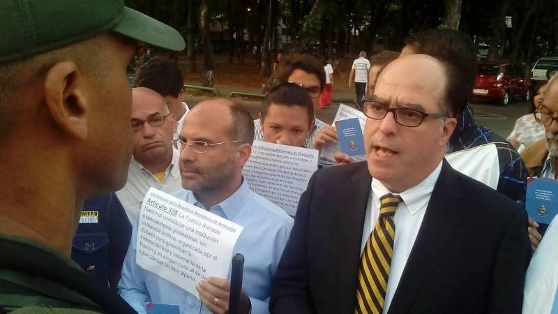 Diputados acudieron a la comandancia de GNB para exigir que cese la represión