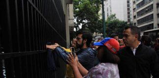 Diputados protestan ministerio