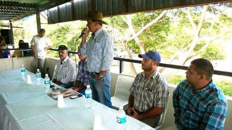 APACHA: Productores se declaran en emergencia por la falta de insumos