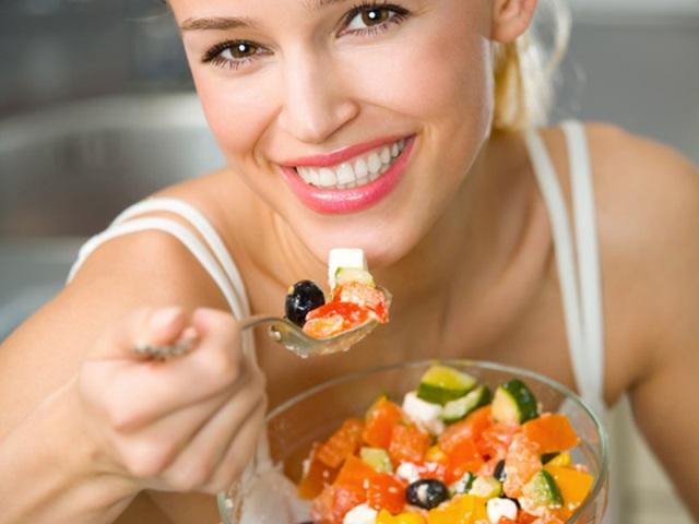Estos son los alimentos que debes comer cuando sufres de gastritis